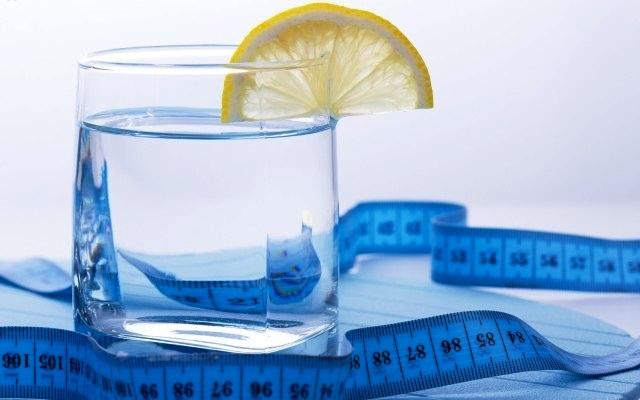 4 стакана воды натощак. Японская водная диета