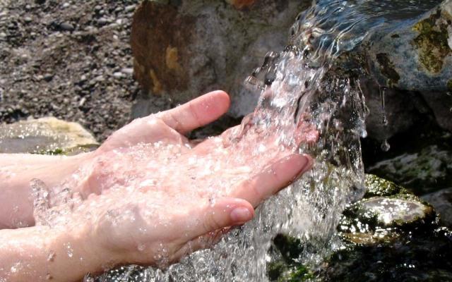 Источник природной воды
